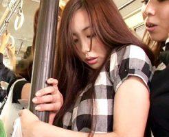 【痴漢レズ動画】買い物袋で手が塞がっている可愛いママをバス内で痴漢…抵抗出来ない女性は痴女の言いなり…
