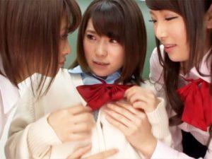 【アナルレズ動画】女子校生と女教師のエッチを見ながらオナニーしてる友人を見つけた2人が取った衝撃過ぎる行動ww