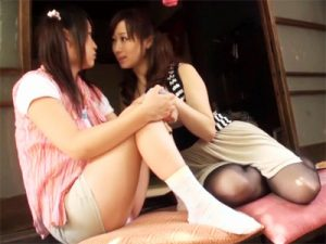 【近親相姦レズ動画】最愛の娘に欲求不満の身体を満たしてもらう母親…性知識もない娘とレズの道に進むママww