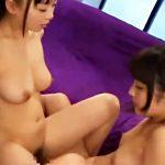 【アナルレズ動画】アニメ声のロリ可愛い女子が双頭バイブをマンコとアナルに挿入する2点攻めセックスww