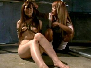 【SMレズ動画】性行為がバレた女子校生をリンチ…縄で縛られた優等生にムチと鼻フックで陵辱レイプww
