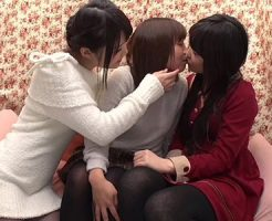 【ナンパレズ動画】クリスマス前の仲良し素人女子に街角で現金チラつかせてキスから始まるレズセックスww