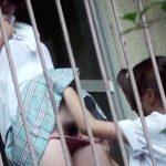 【JK盗撮レズ動画】古びた団地のアパートのベランダで同級生同士が青姦スリルを求めて野外で手マンww