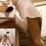 【エステ盗撮レズ動画】客の局部ばかりを攻め続けるエステティシャン…マン汁付いた手でオナニーww
