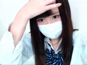 【ライブチャット動画】女子校生コスプレでリスナーと会話しながら綿パンツを食い込ませる素人女子ww