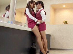 【OLレズ動画】新入社員の教育係OLを会社の女子トイレに誘い込む新人…先輩のパンスト越しのパンツ内に指先挿入ww