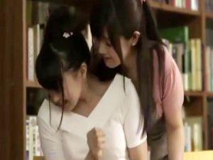 【ロリキスレズ動画】図書館で漫画の原稿を書いてた女性がヌード本でオナニーしてるところを見つけたレズ司書が狙うww
