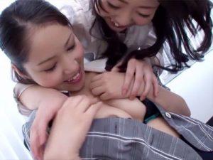 【OLクンニレズ動画】小さいブラジャーで乳首ポロリしてる部下にレズビアン部長の興奮が止まらないww