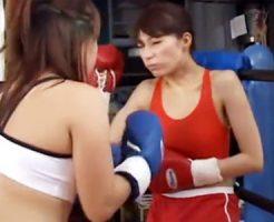 【キャットファイト動画】ボクシンググローブを付けた女性同士が本気の殴り合い…リングに響く生々しい打撃音…