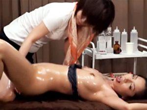 【エステレズ動画】1滴でも効果があると言う海外から取り寄せた媚薬を全身に塗られた女性が白目を剥いてアヘ顔ww