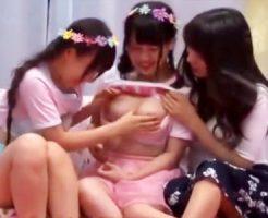 【マジックミラー号レズ動画】若い女の子を中心に流行っている双子コーデをした仲良し女子大生が友人と初レズww