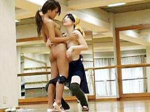 【素人盗撮レズ動画】変態バレエ講師はスクール生が一人っきりになった瞬間狙って誘惑する一部始終ww