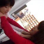 【キスレズ動画】首絞めをするのもされるのも好きな変わった性癖の女性同士が過激すぎるディープキスww